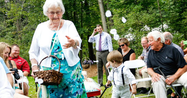 A Bride Asked Her 95-Year-Old Grandma To Be The Flower Girl At Her Wedding. She Said Yes, Of Course.